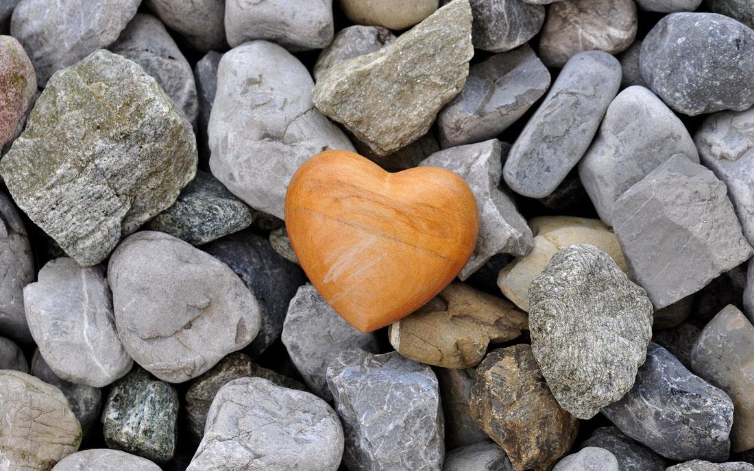 kamienie serce złote