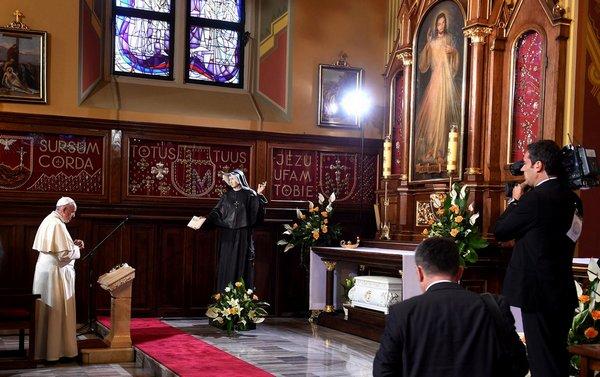 Franciszek w Sanktuarium Miłosierdzia Bożego w Krakowie-Łagiewnikach