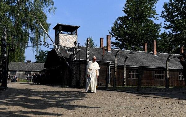 Wizyta Franciszka w byłym niemieckim nazistowskim obozie koncentracyjnym Auschwitz-Birkenau