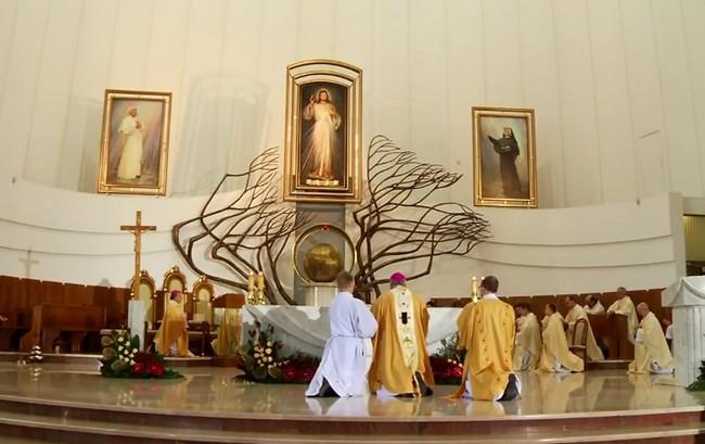 """Odnowienie """"Jubileuszowego Aktu przyjęcia Jezusa Chrystusa za Króla i Pana"""" w Sanktuarium Bożego Miłosierdzia w Łagiewnikach - 19 listopada 2017"""