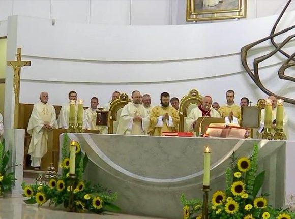 Homilia kard. Stanisława Dziwisza - 16. nocne czuwanie Grup Ojca Pio w Łagiewnikach - 17 czerwca 2018