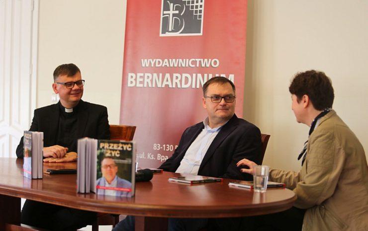 """Ks. Marek Chrzanowski FDP: Pan Bóg po raz kolejny dał mi szansę - Prezentacja książki """"Przeżyć, by żyć"""" - Warszawa, 5 grudnia 2018"""